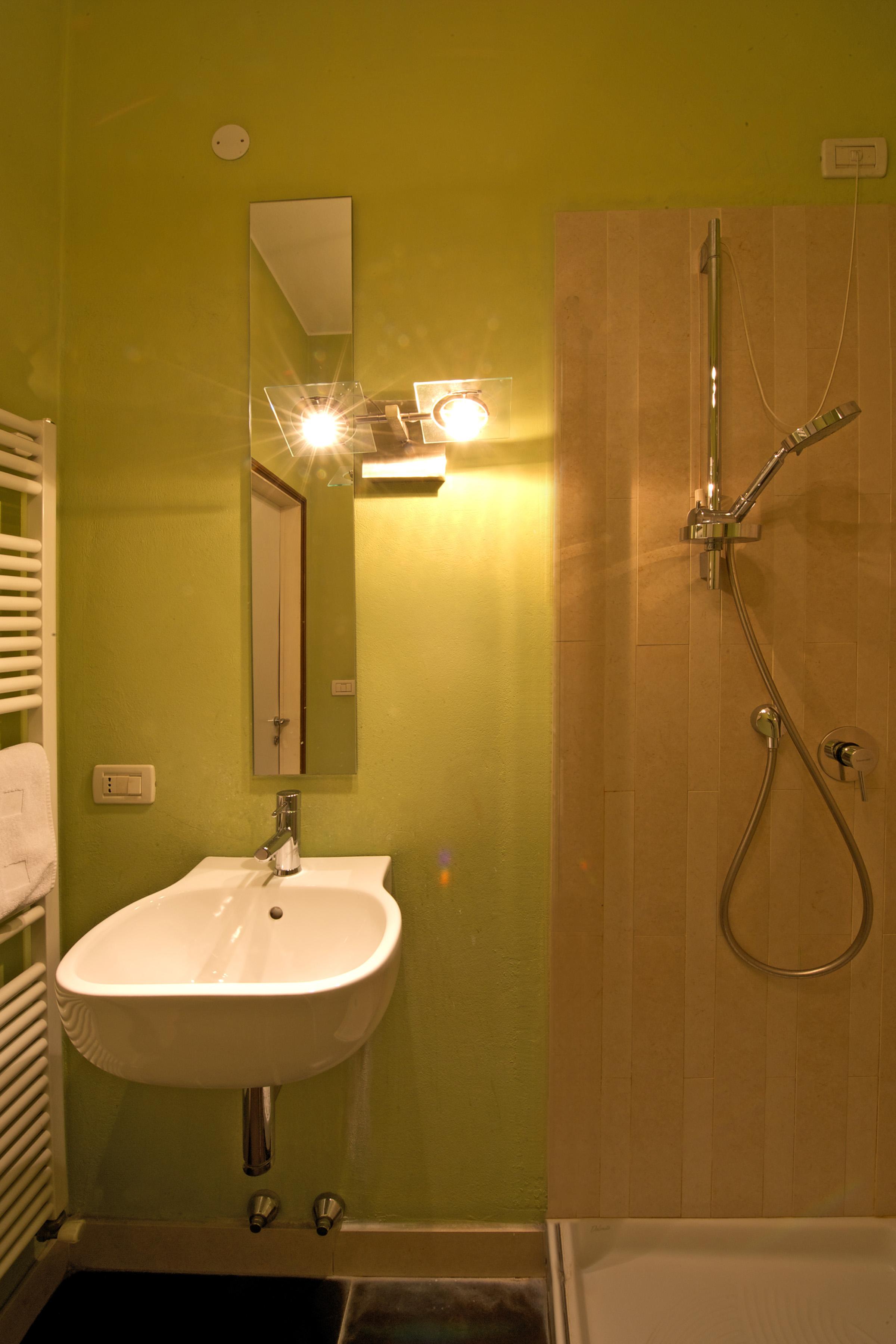 Doppia con bagno privato esterno bed and breakfast in bologna - Ostelli londra con bagno privato ...